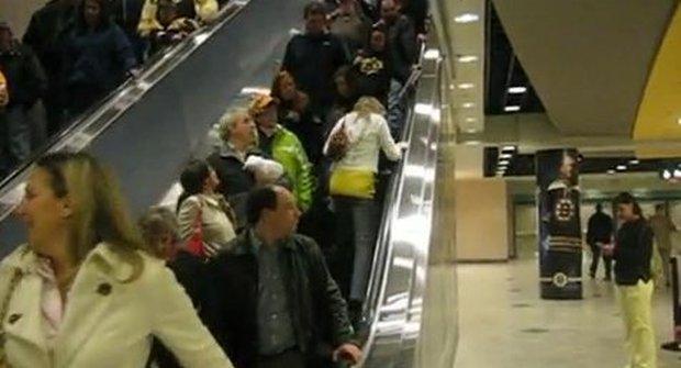 Blondýna na eskalátoru: Jdu vždycky proti hlavnímu proudu, jsem freeeee!