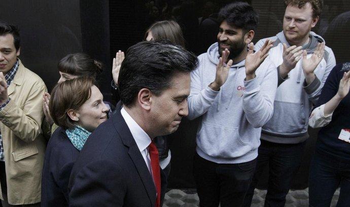 Šéf britských labouristů Ed Miliband po prohraných volbách