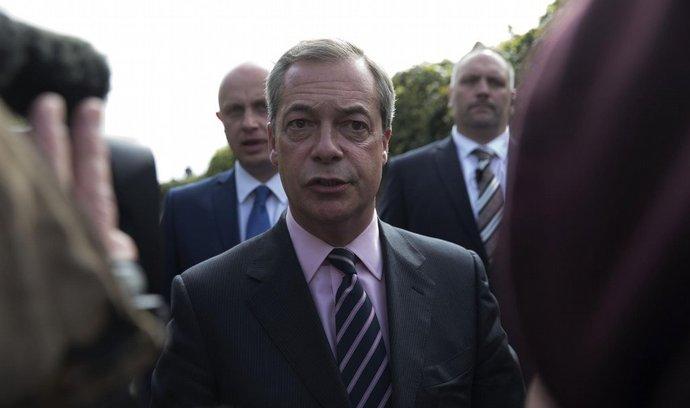 Šéf protiimigrantské Strany nezávislosti Spojeného království (UKIP) Nigel Farage po prohraných volbách