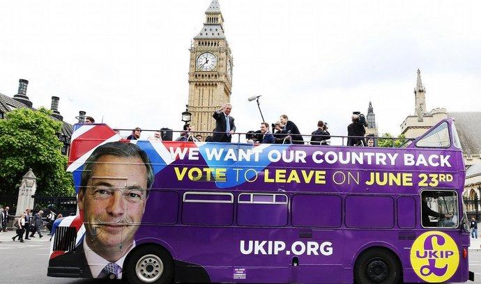 Šéf UKIP Nigel Farage agituje za Brexit