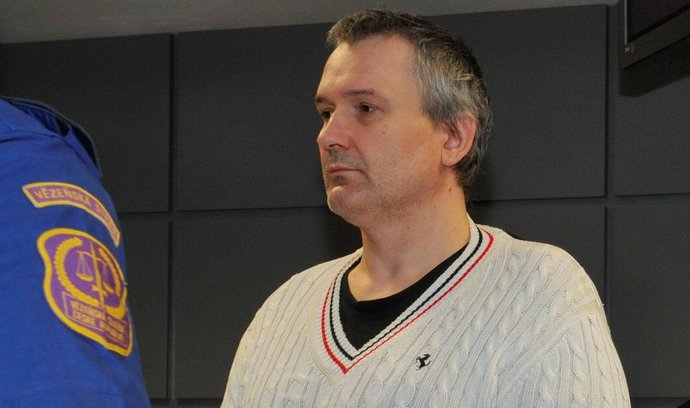 Senát Krajského soudu v Olomouci začal 22. ledna projednávat kauzu daňového úniku při prodeji lihu. Před soudem stanul zlínský podnikatel Radek Březina, údajný hlavní aktér nelegálních obchodů s lihem.