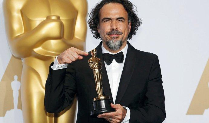 Šestašedesát let neobhájil Oscara žádný režisér. Letos se to podařilo Mexičanovi Alejandru Gonzálezovi Iñárrituovi, skutečnými vítězi jsou však marketing a politika.
