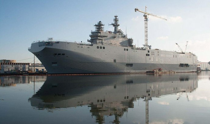 Sevastopol, jedna z dvou francouzských lodí třídy Mistral pro Rusko