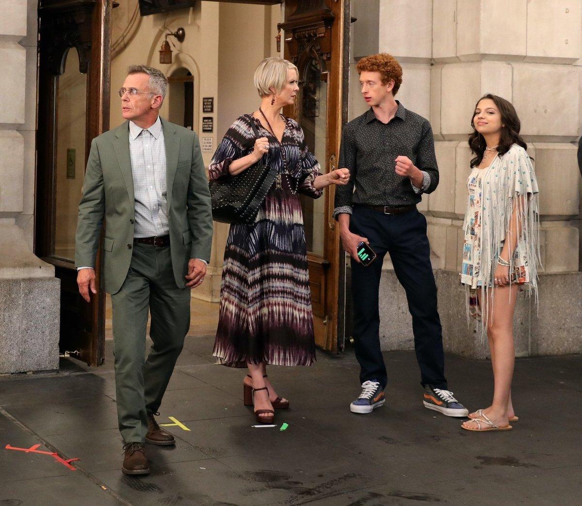 V rolích Bradyho Hobbese a jeho přítelkyně Luisy Torres se představí Naill Cunningham a Cree Cicchino