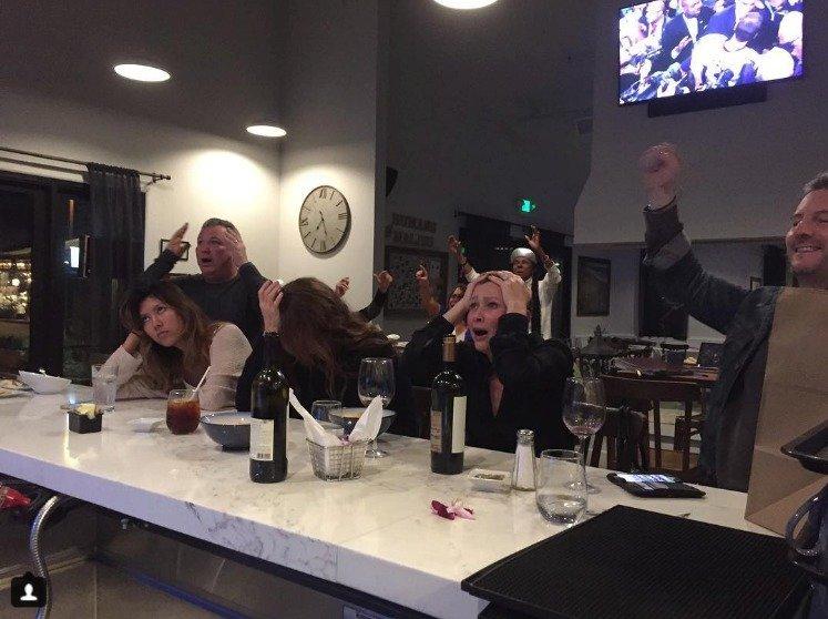 Shannen v baru při Super Bowlu