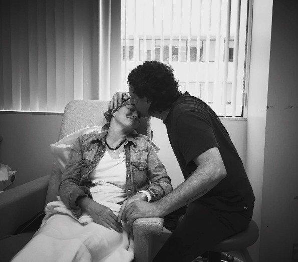 Shannen Doherty s manželem, který jí je během léčby velkou oporou.