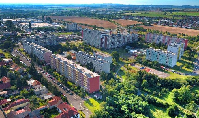 Obyčejné sídliště. Při prodeji osmi stovek zdejších bytů jsou však ve hře velké peníze.