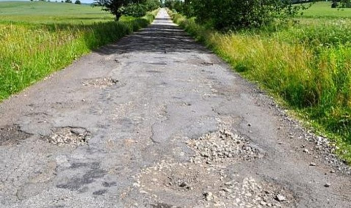 Silnice u Okřešic na Třebíčsku