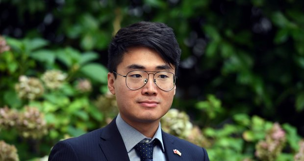 Hongkongský prodemokratický aktivista Simon Cheng, který na pozvání radnice Prahy 3 přiletěl do České republiky. (16. září 2021)