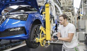 Škoda Auto opět pozastaví výrobu. Odbory připustily nižší výplatu za zrušené směny