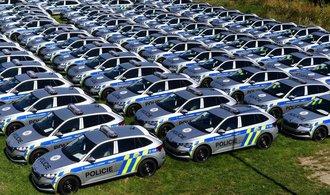 La policía está cambiando de flota.  Hoy ha adquirido más de 200 coches Scala Škoda modificados.