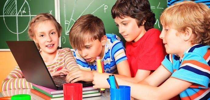 Elektronické vychytávky do lavice, které školákům usnadní studium