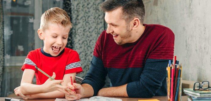 Tohle jsou nejčastější chyby při psaní domácích úkolů s dětmi. Děláte je i vy?
