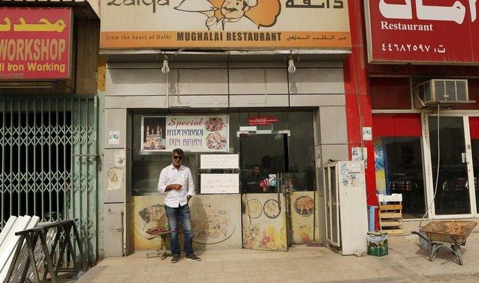 Skromný restaurant Zaíka vlastněný dvěma indickými bratry nabízí jídlo zdarma chudým dělníkům