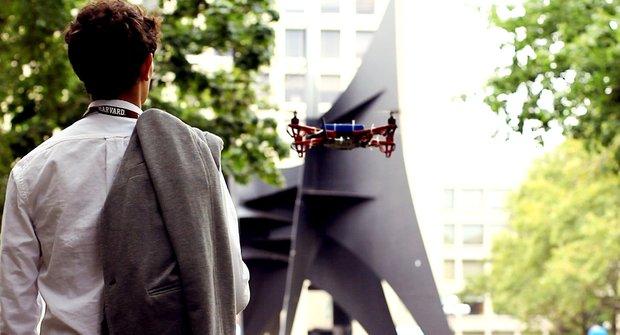 Dron průvodce: Ztratili jste se? Zavolejte robota!