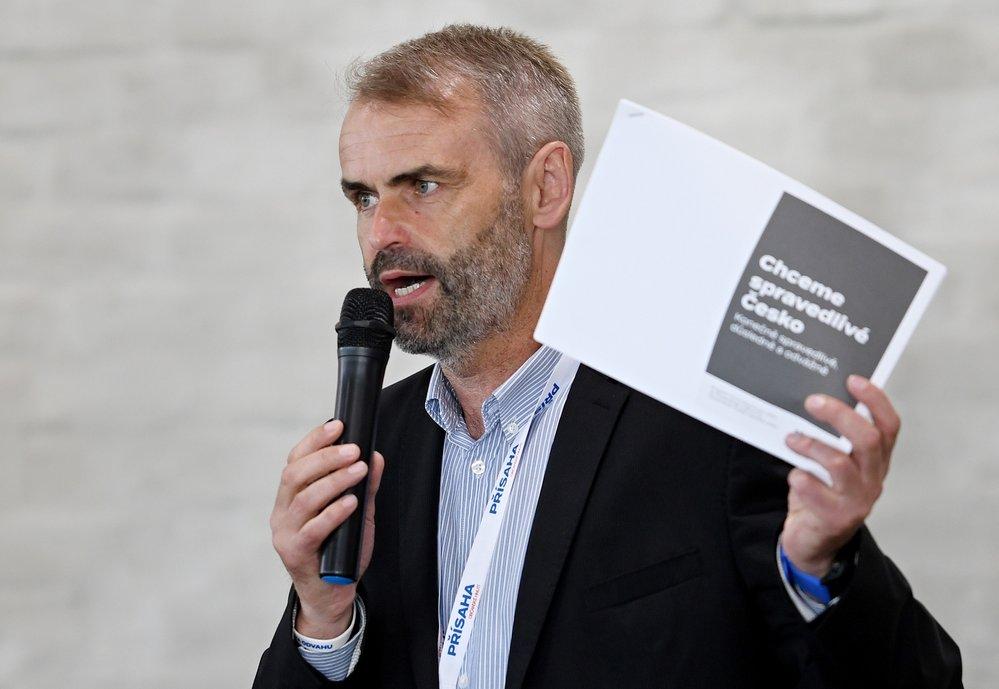 Přísaha - občanské hnutí Roberta Šlachty volilo své vedení