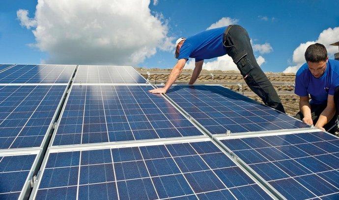 Rekordní ceny elektřiny nahrávají střešní fotovoltaice. Zkracují návratnost i o roky