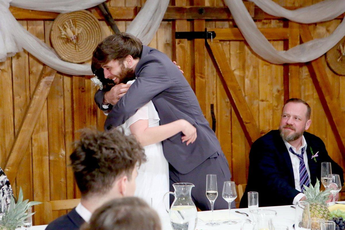 Při natáčení bylo veselo, herci jsou už jako jedna rodina. Seriálová Šárka a Tony ještě neznají své osudy.