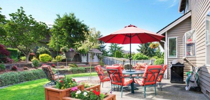 Když slunce pálí až moc: 6 způsobů, jak snadno zastínit zahradu