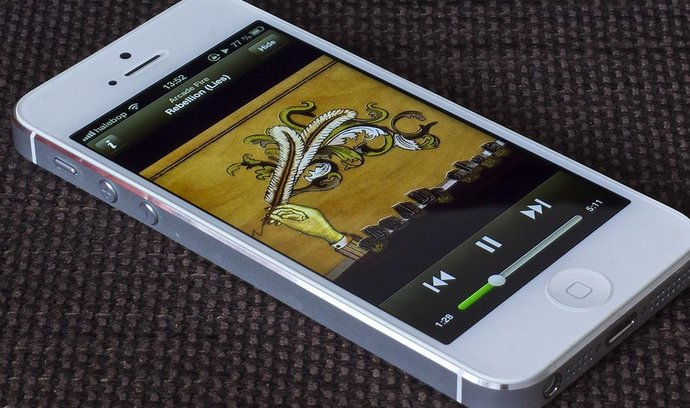 Služba Spotify na iPhonu 5