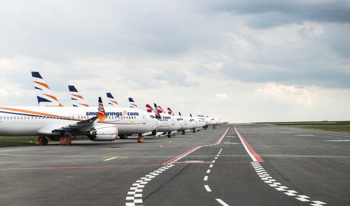 Odstavená dopravní letadla společností Smartwings a ČSA na Letišti Václava Havla v Praze v době pandemie Koronaviru