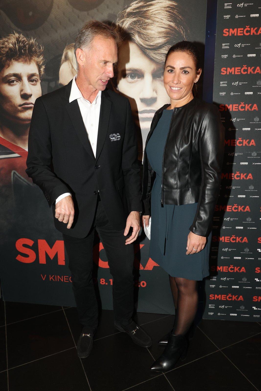 Premiéra filmu Smečka: Dominik Hašek dorazil s partnerkou Lenkou.