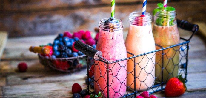 3 recepty na snídaňové smoothies, které nastartují metabolismus