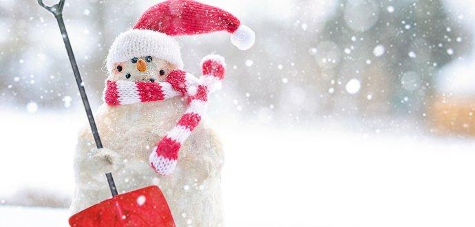 Ako čo najjednoduchšie odhrnúť sneh okolo domu?