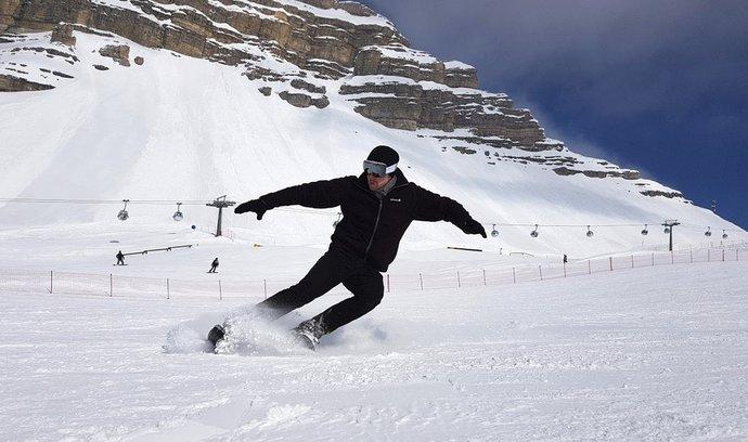 Snowfeet jsou krátké lyže, na kterých se dá i bruslit po sněhu