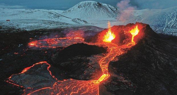 Ostře sledovaná sopka: Fagradalsfjall vybuchla na sociálních médiích