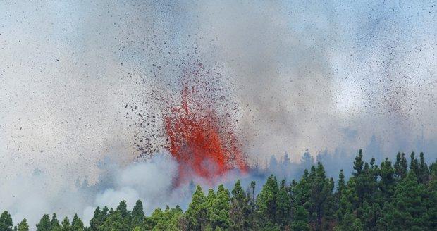 Na Kanárech vybuchla po 50 letech sopka: Tisíce otřesů, evakuace a armáda v pohotovosti