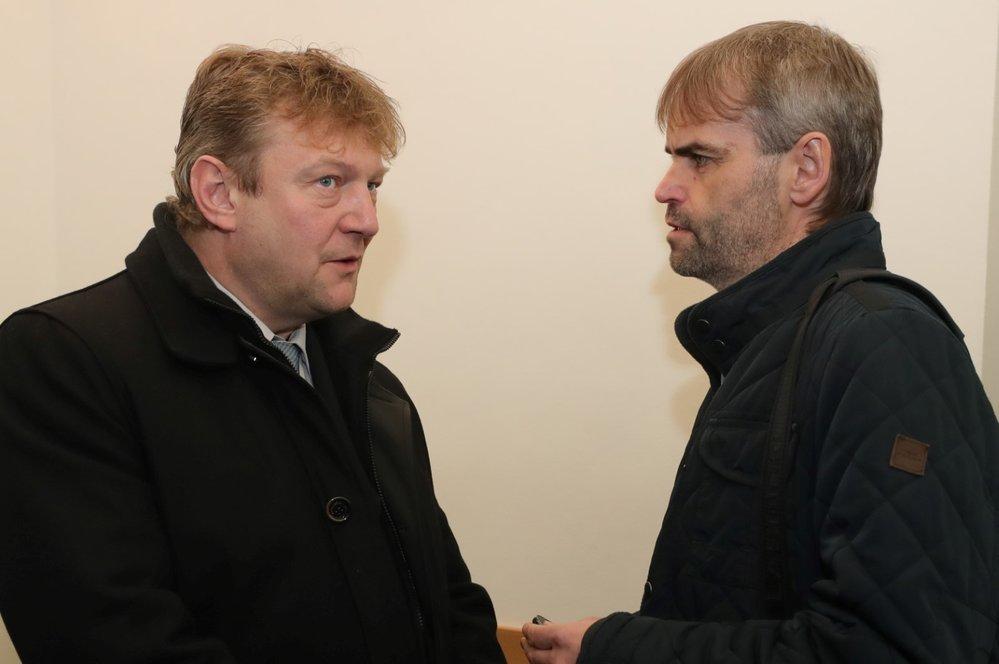 Jiří Komárek v rozhovoru s Robertem Šlachtou, bývalým šéfem ÚOOZ.