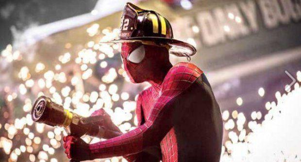 Amazing Spider-Man má nové fotky a je z něho hasič
