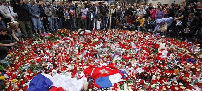 Fanoušci uctili památku zesnulých českých hokejistů na Staroměstském náměstí