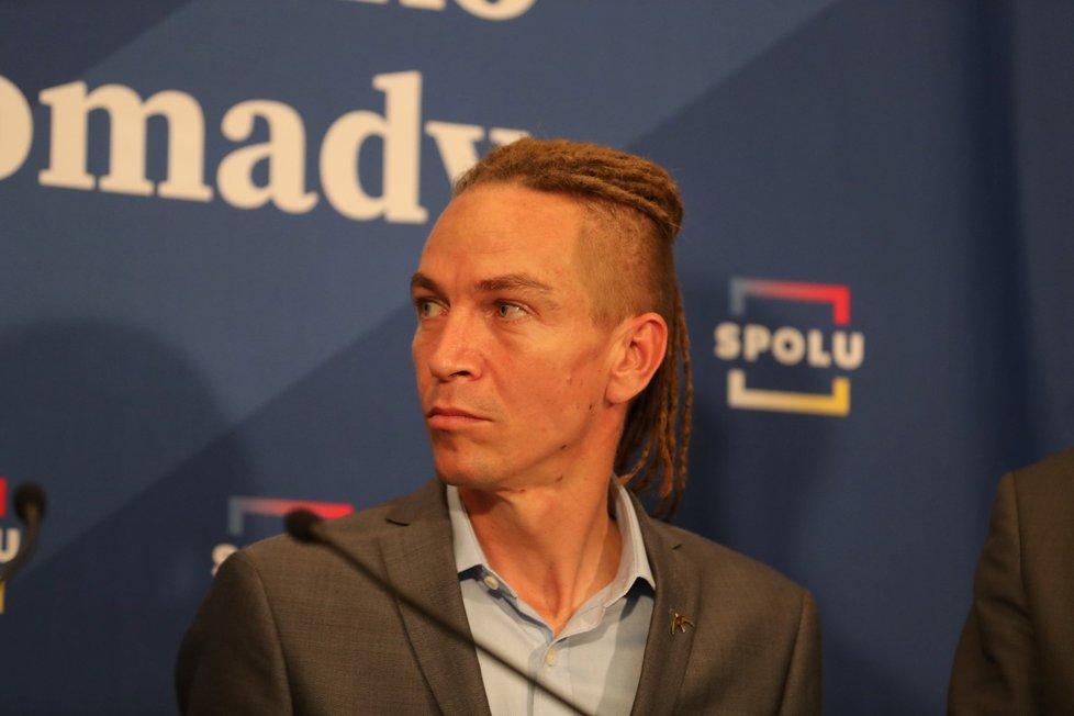 Volby do Sněmovny 2021: Jednání vítězné SPOLU a PirSTAN - předseda Pirátů Ivan Bartoš (9.10.2021)