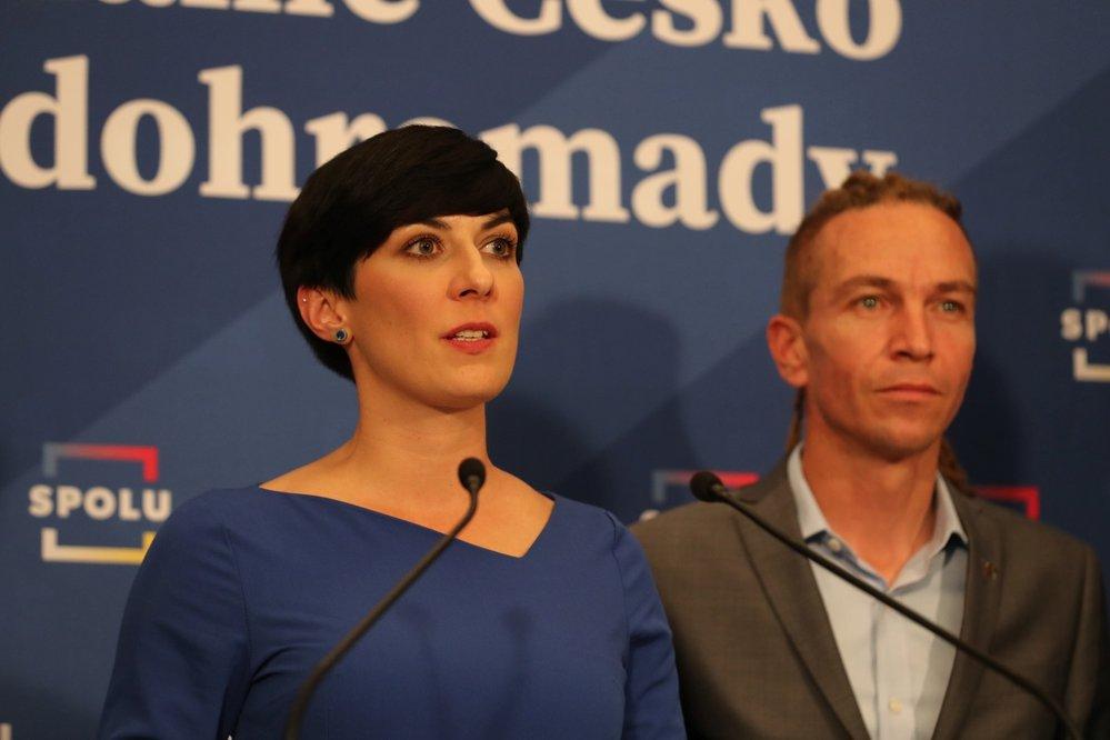 Volby do Sněmovny 2021: Jednání vítězné SPOLU a PirSTAN - předseda Pirátů Ivan Bartoš a předsedkyně TOP09 Markéta Pekarová Adamová (9.10.2021)