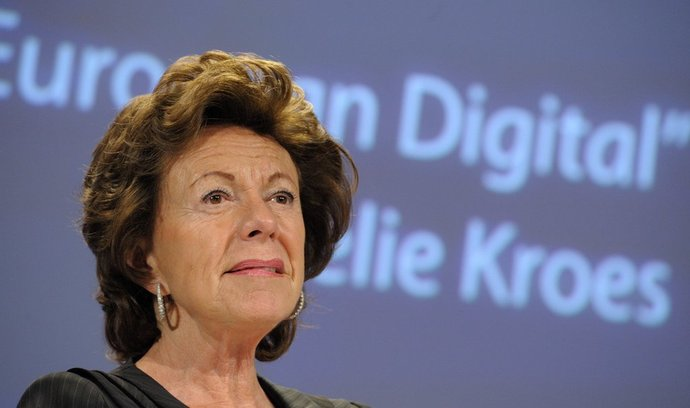 Spolupráce, investice, inovace. Tři body, pomocí kterých chce Neelie Kroes nastavit pravidla pro kybernetickou bezpečnost v rámci EU.