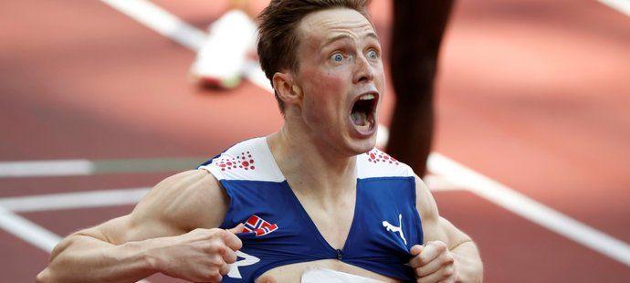 Nor Karsten Warholm vytvořil v olympijském finále běhu na 400 metrů překážek světový rekord časem 45,94 sekundy.