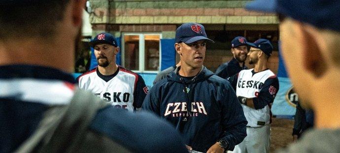 Končící kapitán baseballové reprezentace Jakub Malík s americkým koučem Mikem Griffinem