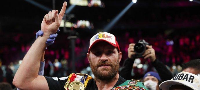 Tyson Fury obhájil pás šampiona těžké váhy organizace WBC