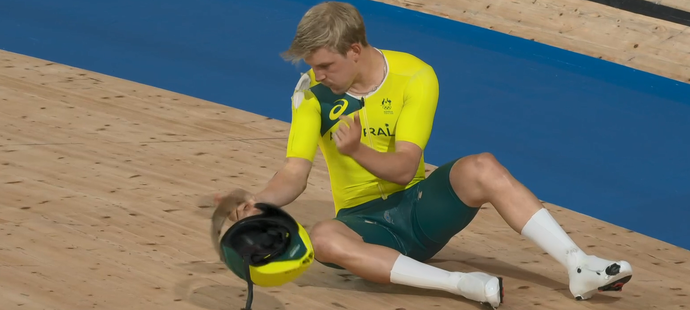 Australský cyklista Alex Porter po pádu v týmové stíhačce na LOH 2021