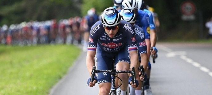 Petr Vakoč na čele pelotonu v Tour de France