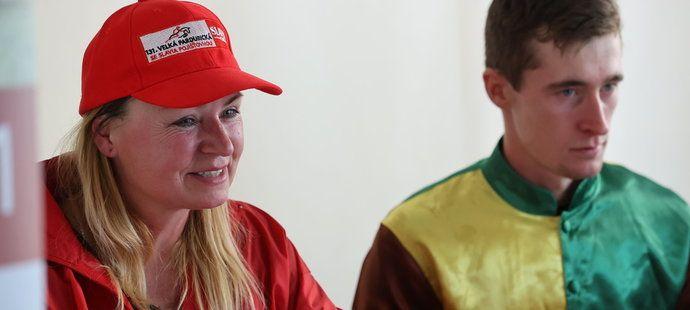 Vítězná trenérka Velké Pardubické Hana Kabelková