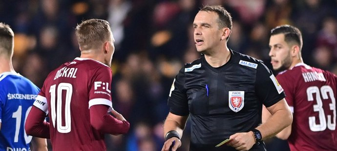 Ostré tresty pro sudí: za Spartu, Plzeň i předešlé chyby stop, pak do II. ligy!