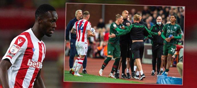 Abdallah Sima si odbyl premiéru za Stoke City. Duel skončil strkanicí