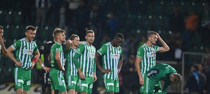 Zklamaní hráči Bohemians po porážce se Slavií