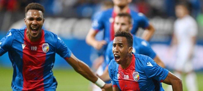 2:1! Plzeňští fotbalisté slaví obrat v duelu se Slováckem díky trefě Jhona Mosquery (vpravo)