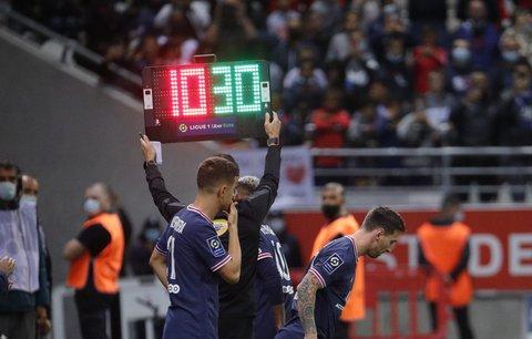Unikátní debut je tady! Legendární Lionel Messi střídá Neymara a připisuje si první start za PSG