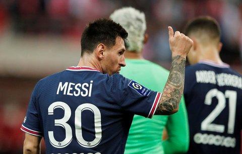 Legendární Lionel Messi při svém debutu za PSG, během něhož Pařížené porazili Remeš 2:0