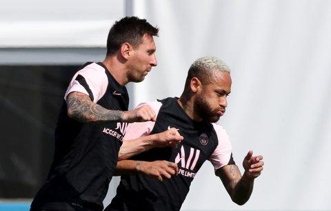 Lionel Messi a Neymar na jednom z prvních společných tréninků coby hráči PSG ve Francii